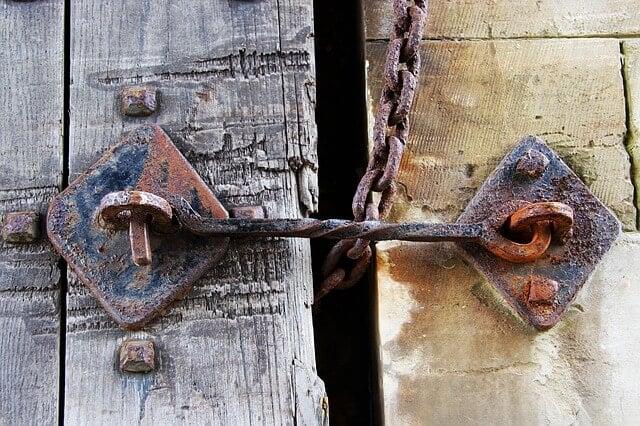 Nadzór nad domem za pomocą zamka i klucza